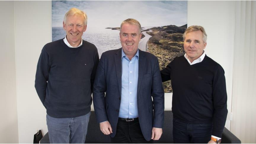 Det er en fornøyd gjeng som nå har signert avtale om samarbeid. Fra venstre: Arne- Henning Scheel, Frode Hebnes, Roger Jensen.