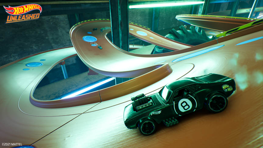 Renn-Gamer können endlich auf den kultigen orangen Hot-Wheels-Rennstrecken driften, boosten, springen – und...crashen!