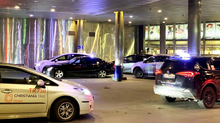 Lovlige og ulovlige drosjer kjører i Oslo-markedet, men ingen kontrollerer at det går riktig for seg. (Illustrasjonsbilde)