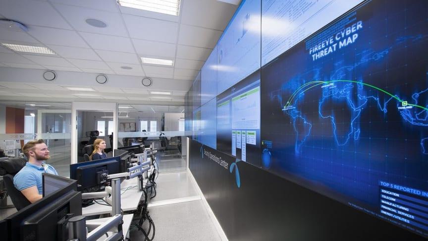 Telenors sikkerhetssenter er selskapets førstelinje mot slike cyberangrep. De håndterer hundrevis av tjenestenektangrep hver eneste måned, og oppdager raskt unormal trafikk. Foto: Jan Peter Lehne