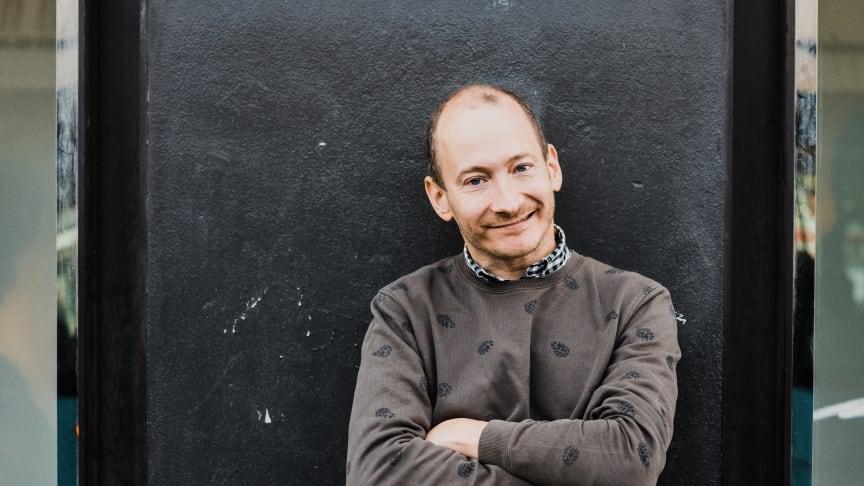 Jonas Helgesson gör inspirationskvällar i samarbete med barnrättsorganisationen Erikshjälpen.