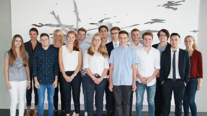 15 von 16 neuen Auszubildenden und Studierenden der Dualen Hochschule am Standort Mannheim