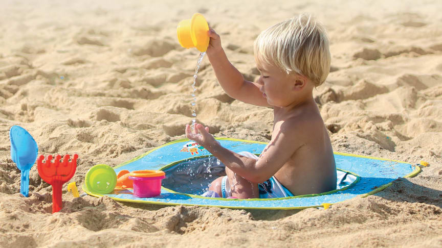 Strandbassenget er lett å pakke ned når det er på tide å dra hjem.