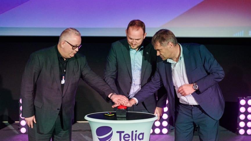 Ivar Halstvedt fra ODEON Kino AS, samferdselsmininister Jon Georg Dale og Telia Norges Abraham Foss teller ned til premieren på Norges første 5G-kino.