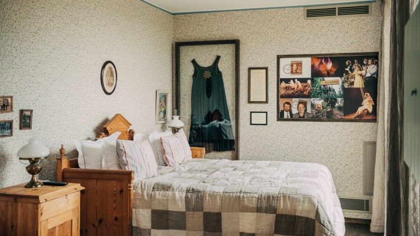 BO I DUVEMÅLA ELLER SOV SOM EN POPSTJÄRNA I ABBA GOLD-rummet – Pop House Hotel presenterar nya tema rum med koppling till svensk musik!