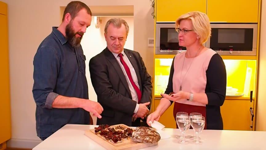 Klimatsmart macka med larver på Sven-Erik Buchts lunchtallrik