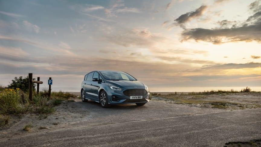 Modernizované modely Ford S-MAX a Galaxy lze již objednávat