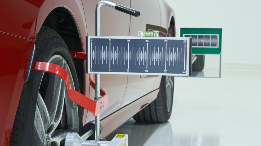ADAS alignment procedure for front camera calibration
