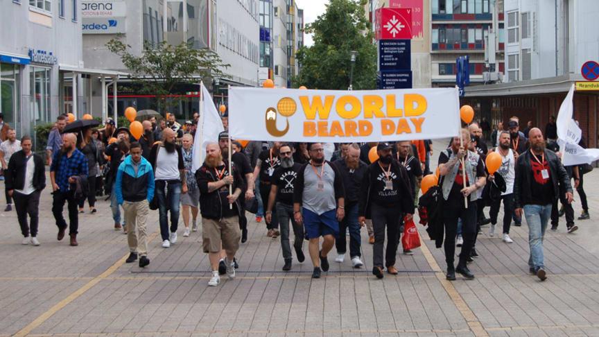 Internationella skäggdagen firas med skäggparad i Stockholm (bild från förra årets parad)!