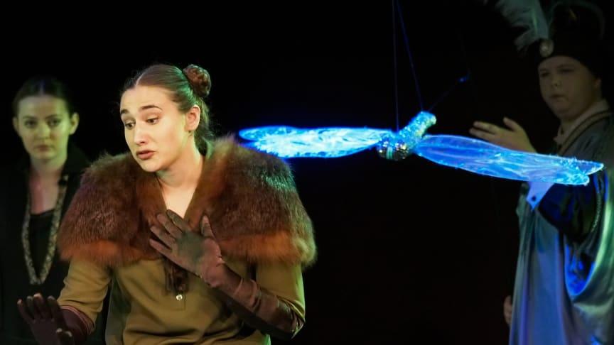 Myrna Tennant, Ana Fernández Guerra & Charlotte Heslop in Samling Academy Opera production of 'L'enfant et les sortilèges' by Maurice Ravel. Photo credit : Mark Pinder