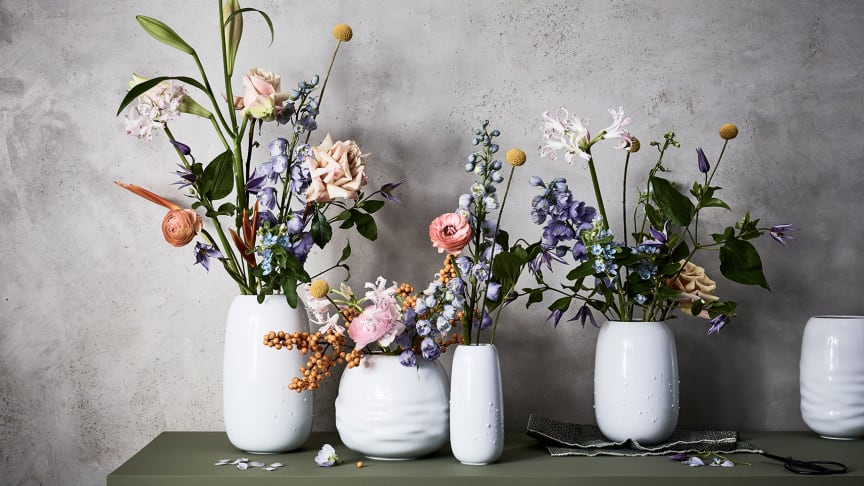 "The perfect vase for the perfect bouquet: The new Rosenthal collection ""Vesi"" provides the right vase for every type of flower arrangement."
