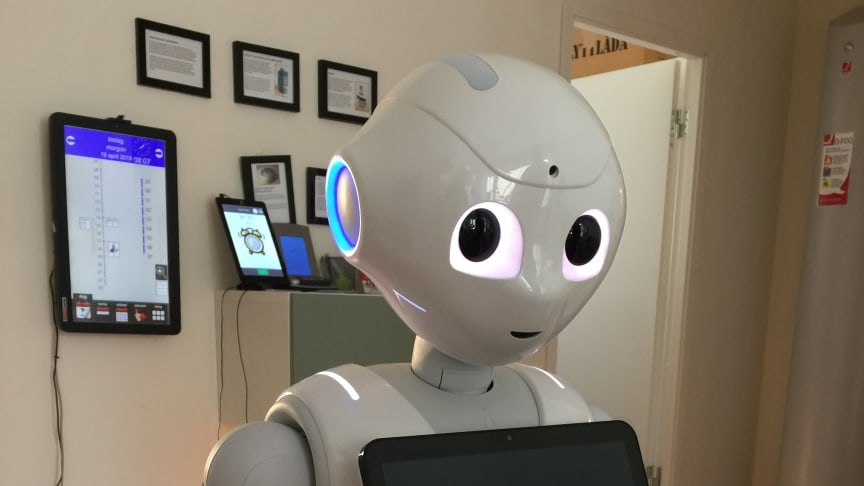 Den sociala roboten Pepper,  inom projektet forskningsprojektet SOCRATES. Här på plats i forsknings- och innovationslägenheten på Ängen.