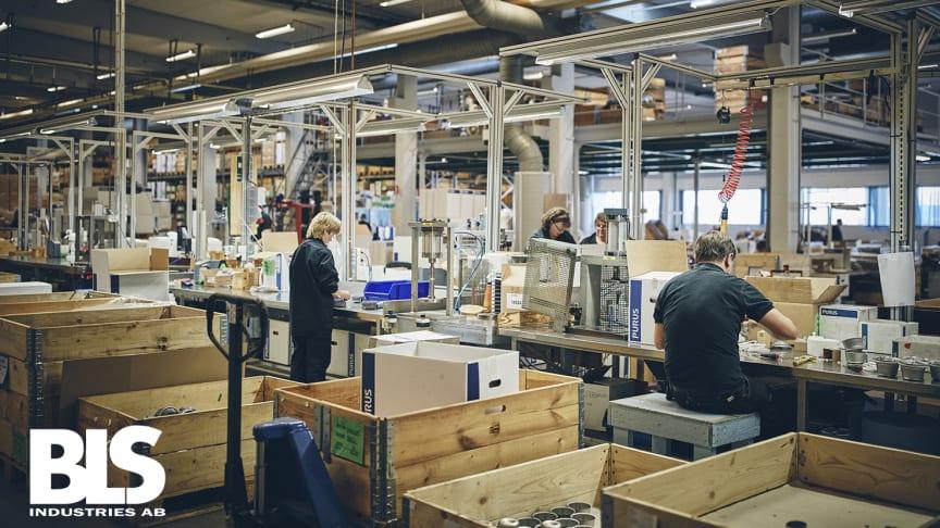 BLS Polymer i Ystad, som tillverkar sanitetsprodukter för VVS-branschen, har en plastavdelning för formsprutning och extrudering samt en monteringsavdelning.