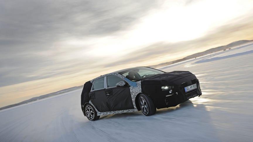 Thierry Neuville testkör nya Hyundai i30 N i Arjeplog