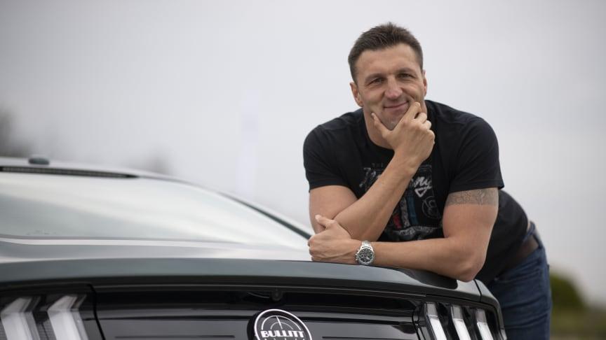 Dr. Kiss Gergely háromszoros olimpiai bajnok vizilabdázó és a Ford Mustang Bullitt