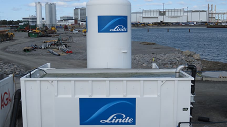 The Linde tanks in place at the Port of Gothenburg.