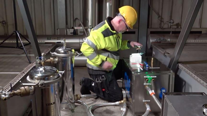 QTF avgasar och renar med egenutvecklad metod och specialmaskiner.