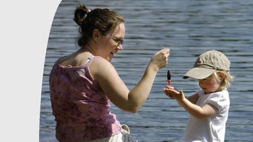 Effekter av anknytningsbaserade interventioner för yngre barn och deras omvårdnadspersoner – En kunskapsöversikt