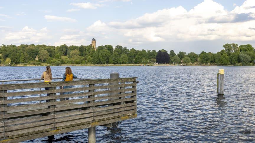 Am Ufer der Havel mit Blick auf den Flatowturm (Foto: PMSG André Stiebitz)