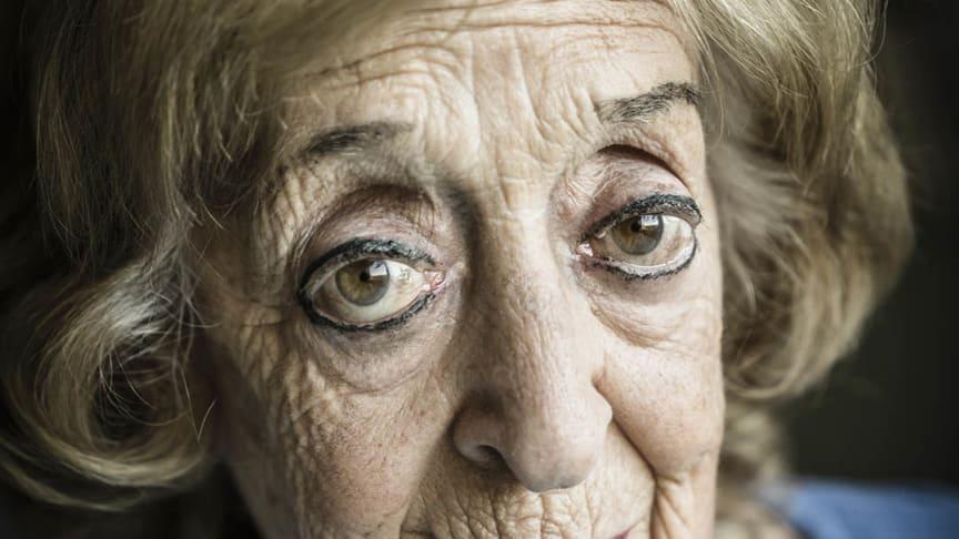 Ruth Berlinger, en av de överlevande från Förintelsen som medverkar i utställningen Speaking Memories – Förintelsens sista vittnen. Foto: Karl Gabor.