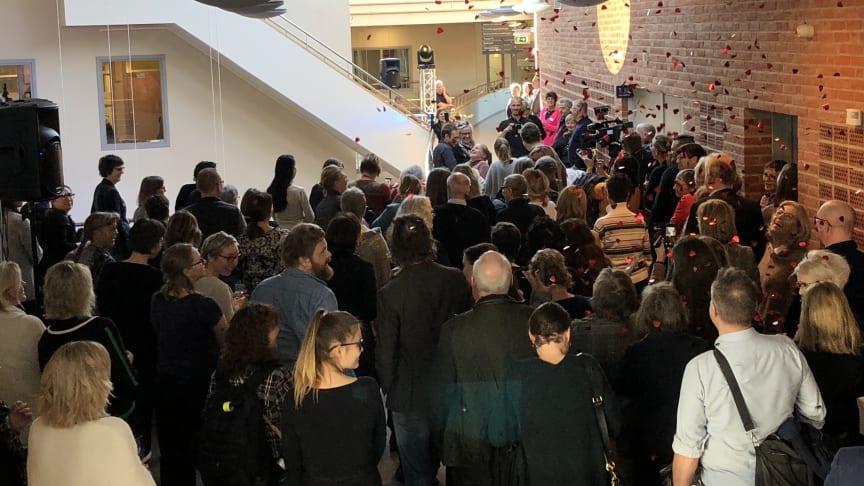 Efter tal av bland annat rektor Martin Hellström invigdes det nya KLC på Högskolan Väst