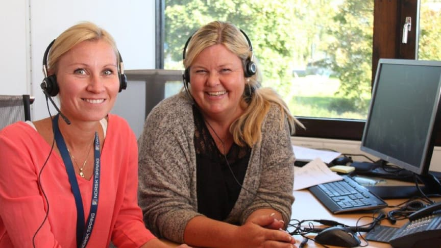 Rådgivere Kristin Edvardsen Måsø og Trine Vannzell kontakter risikospillere hos Norsk Tipping. FOTO: Roar Jødahl