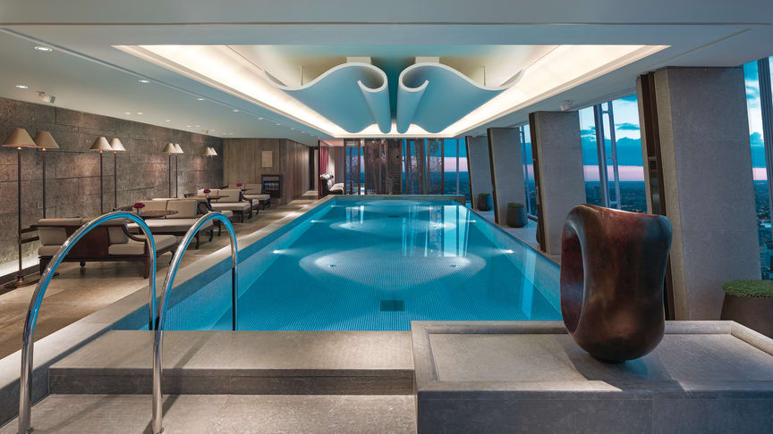The Skypool on the 52nd floor of the Shangri-La Hotel, At The Shard, in London. (Photo: Shangri-La Hotels & Resorts)