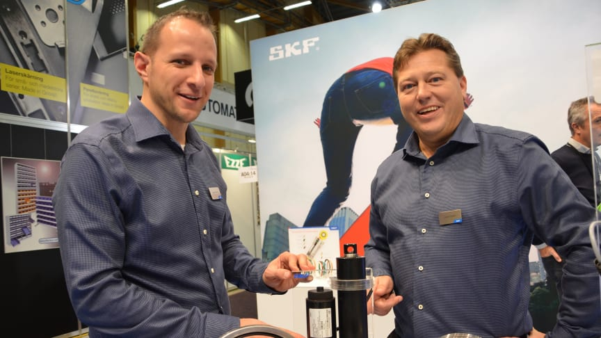 Jörgen Wingårdh and Johan Fritzon present the new CAHB-22 actuator at the SKF stand.
