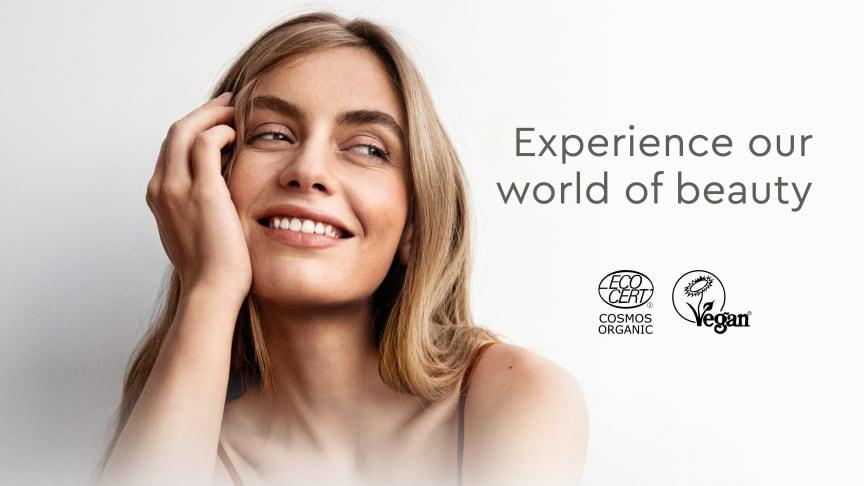 Urtekram Nordic Beauty lancerer nu fire nye serier, der inspirerer tre forskellige stemninger, der hjælper dig med at finde din bedste skønhedsoplevelse. Oplev den vidunderlige følelse af rene, naturlige ingredienser.