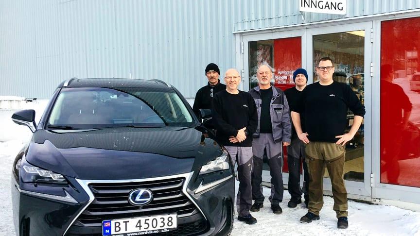 Klar for jubileumsfeiring: Roger Nilsen (t.v), Ragnar Rasmussen, Geir Haarvik, Ragnvald Lynghaug og Andreas Rasmussen (t.h) fra Nordvik Glomfjord. Foto: Nordvik AS.