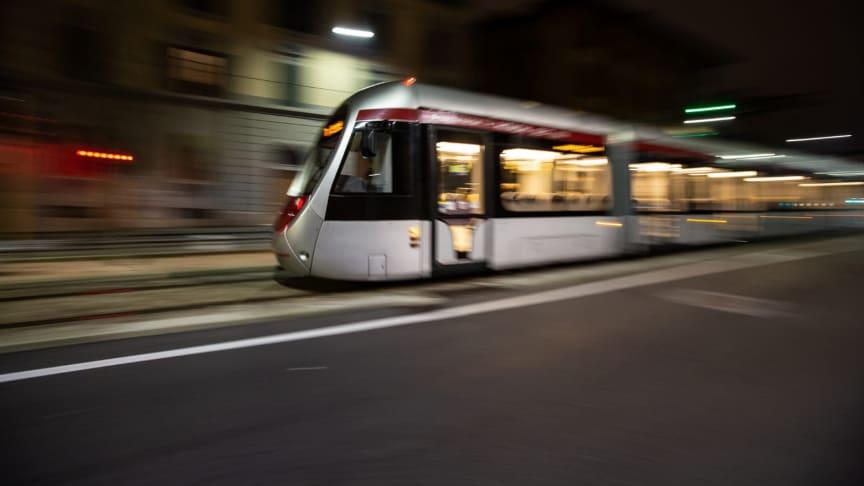 日立がイタリアの都市フィレンツェにて初の蓄電池駆動トラムの試験運行に成功
