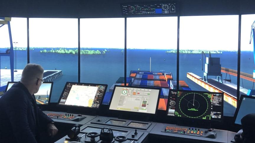 Simulering med avgående containerfartyg