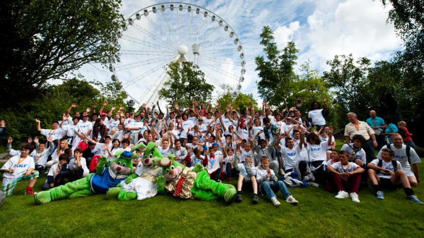 Nytt Guinness världsrekord: 72 nationaliteter i en åkattraktion