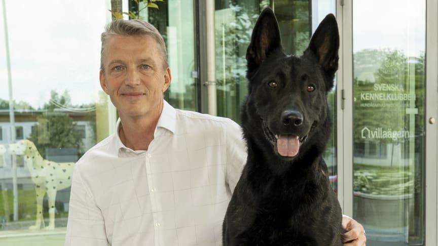 Kees de Jong tillträdde som vd för Svenska Kennelklubben 1 augusti i år. På bilden med en hollandse herdershond.