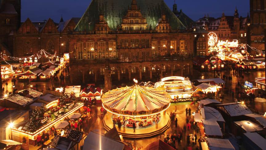Bremen: Rathaus, Marktplatz und Karussell auf dem Weihnachtsmarkt  © DZT e.V. F: Krüger, Torsten
