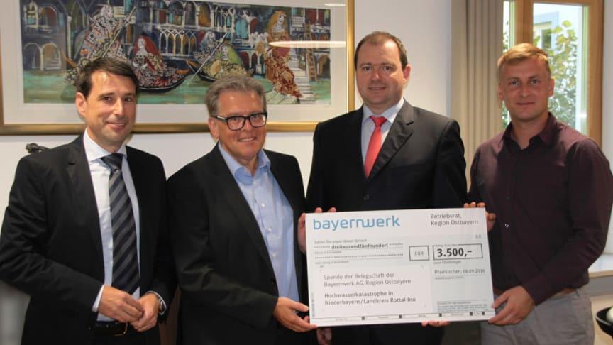 Bayernwerk-Mitarbeiter spenden für Hochwasseropfer im Landkreis Rottal-Inn