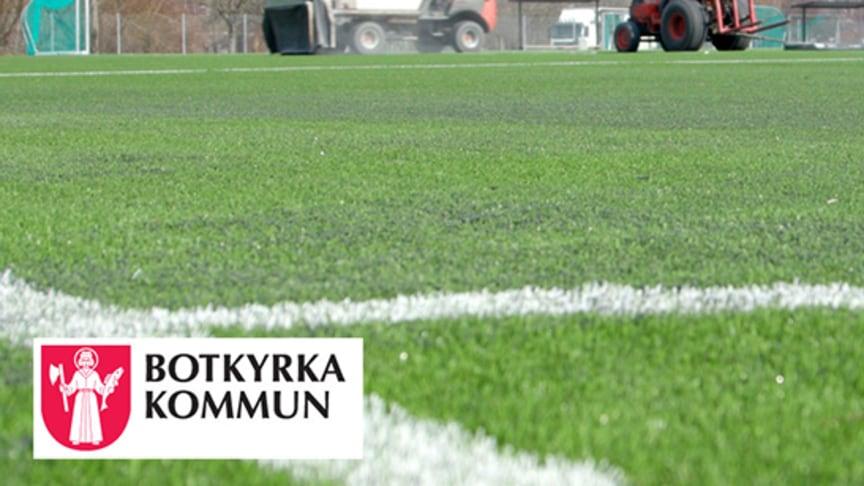 Sveriges första konstgräsplan med ett växtbaserat och miljövänligt granulat