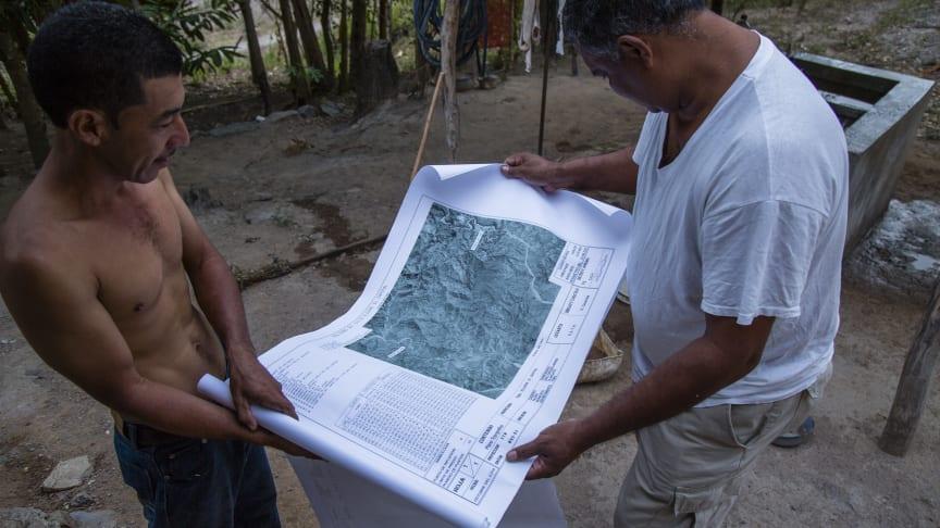 FSC er en garanti for bæredygtigt skovbrug, men ordningens principper og kriterier kan gøre det svært for landsbyfællesskaber, oprindelige folk og småskovejere at blive certificeret.