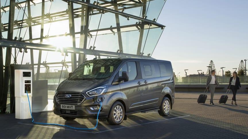 Verdenspremiere: 8-seters Ford Tourneo Custom ladbar hybrid