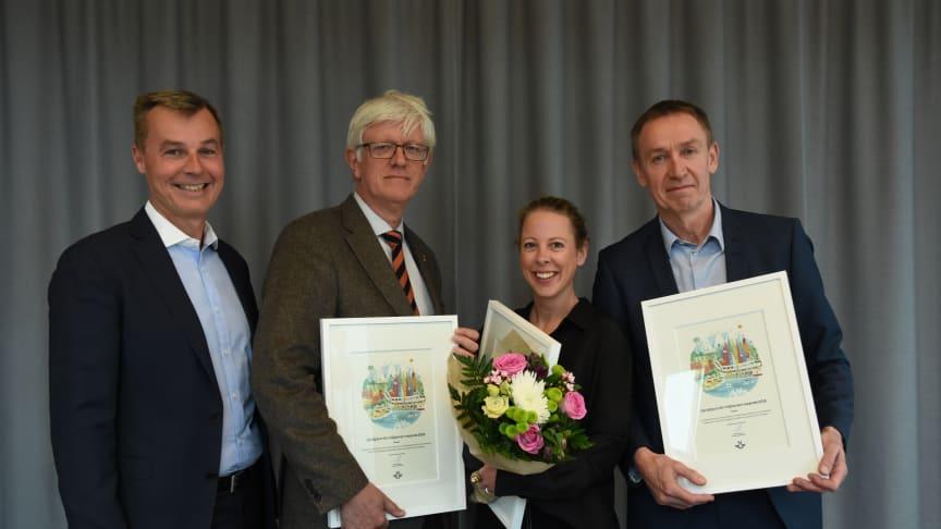 SJs vd Crister Fritzson (längst till vänster) delade ut miljödiplomen till Johan Carlson, generaldirektör Folkhälsomyndigheten, Sofie Saberski, marknadschef Naturkompaniet och Hans Torin, vd Combitech.