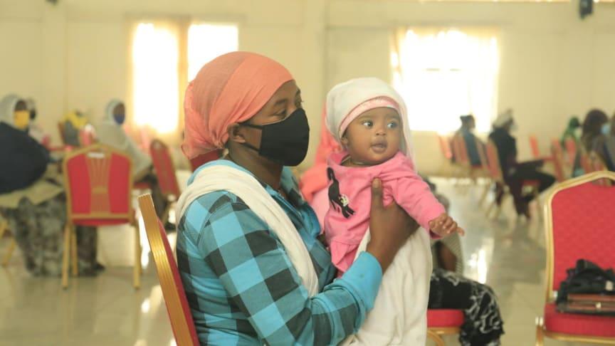 Trebarnsmamman Zenebech i Etiopien är rädd för att maten inte räcker till och att familjen kommer förlora sitt hem.