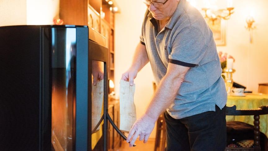 SLUTT PÅ KLIMAGASSENE: Mange byttet ut parafinkaminen med en vedovn i 2019 (foto: Enova/Berre).