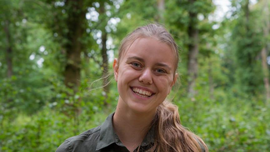 """Äventyrare Cassandra med """"bajskakorna"""" som Skånes Djurpark tävlar med i kategorin """"bästa innovation matprodukt""""."""
