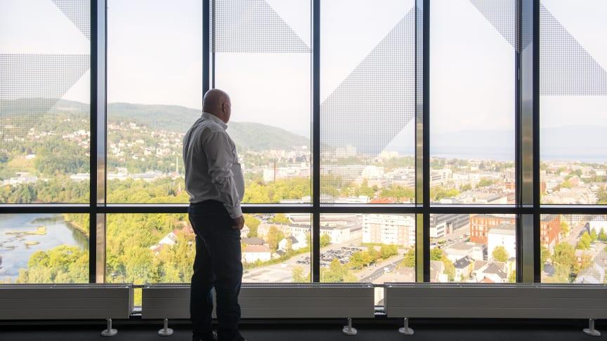 VIL HA MER INNOVASJON: Enova etterlyser flere innovative energiløsninger i bygg. Bildet er tatt fra toppetasjen på Scandic Lerkendal i Trondheim. Hotellet har tatt i bruk en rekke innovative energiløsninger,