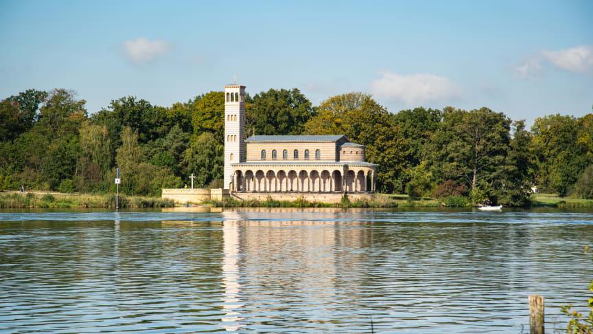 """""""Sacrow - das verwundete Paradies"""" heißt die Ausstellung, die derzeit im Schloss Sacrow, unweit der Heilandskirche, zu sehen ist."""