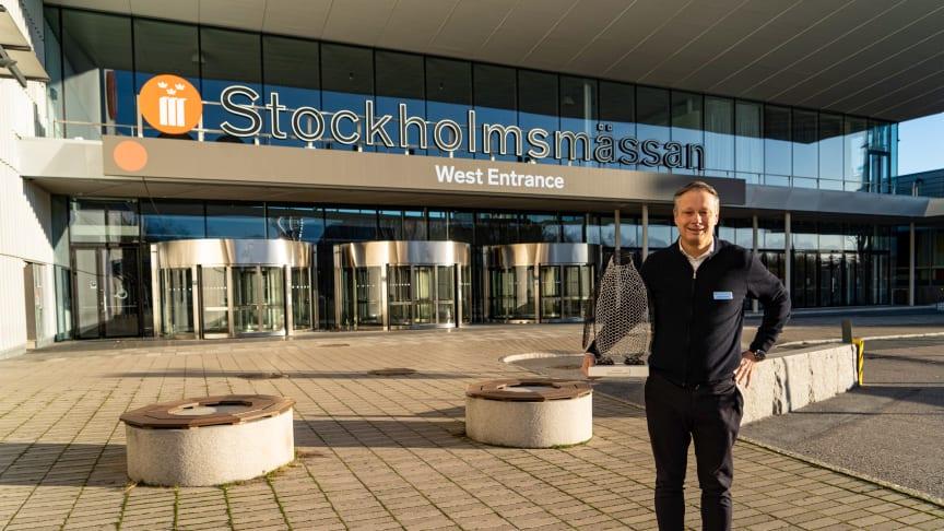 Stockholmsmässan's CEO Christian Clemens with Pinglan the penguin. Photo: Martin Ulvbäck