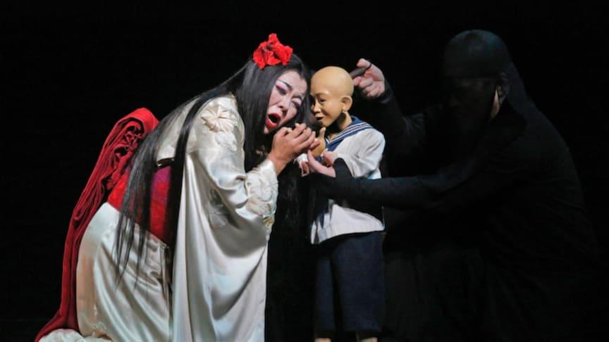 Hui He gör huvudrollen som Cio-Cio-San i Madama Butterfly. Foto: Folkets Hus & Parker