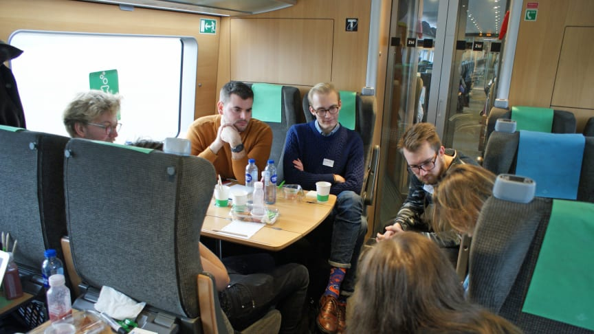 Studenter från Lund och Malmö testar app-funktioner tillsammans med SJ.