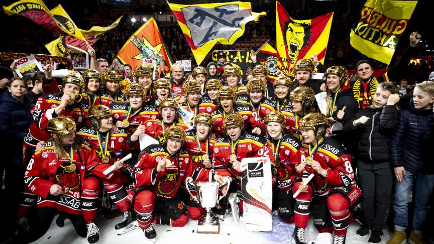 Damerna i Luleå hockey/MSSK vann SM-guld säsongen 2018/2019. Foto: Luleå Hockey.