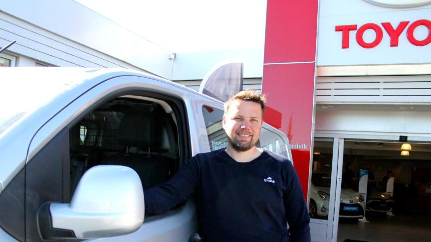 Bodø: Bilselger Karl-Einar Rengård fra Nordvik er klar for lansering av nye Proace firehjulstrekk.